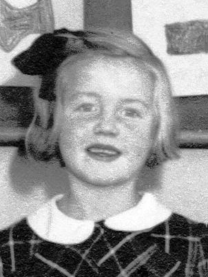 Tänkbara namn: Birgitta Sjöberg Ingrid Nilsson Lili-Ann (ja-ja) Nilsson / Carlsson Siv Gustafsson Ulla-Britt Jansson / Karlestedt - g104