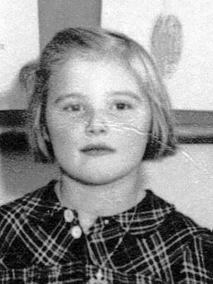 Tänkbara namn: Birgitta Sjöberg Ingrid Nilsson Lili-Ann (ja-ja) Nilsson / Carlsson Siv Gustafsson Ulla-Britt Jansson / Karlestedt - g107